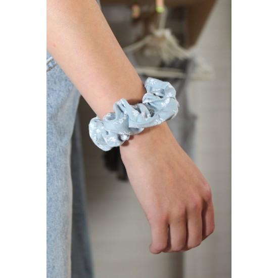 Online Sale Brandy Melville Blue Floral Scrunchie