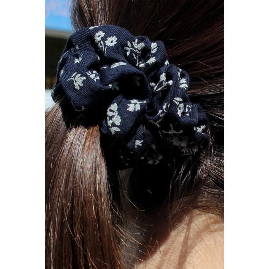 Online Sale Brandy Melville Navy Blue Floral Scrunchie