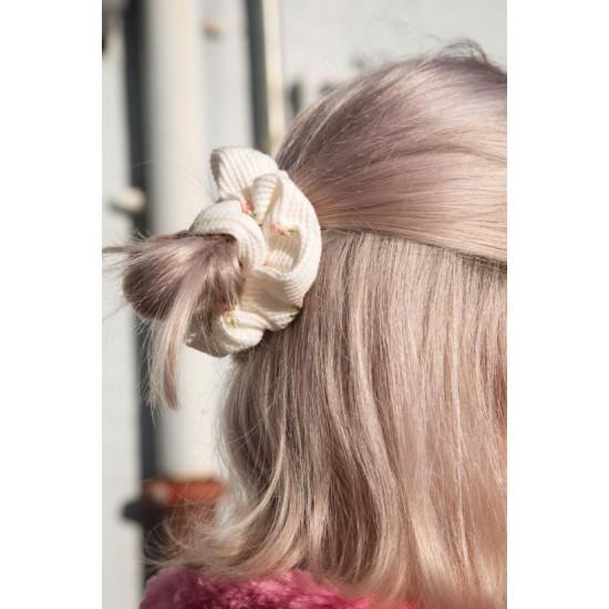 Online Sale Brandy Melville White Floral Scrunchie